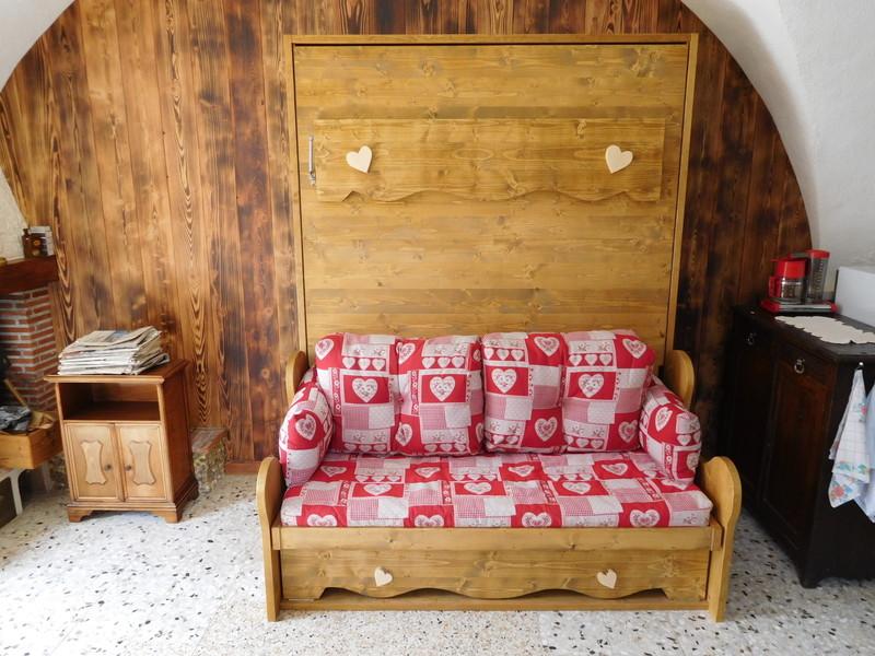 lit relevable ou lit armoire avec banquette en 160x200. Black Bedroom Furniture Sets. Home Design Ideas