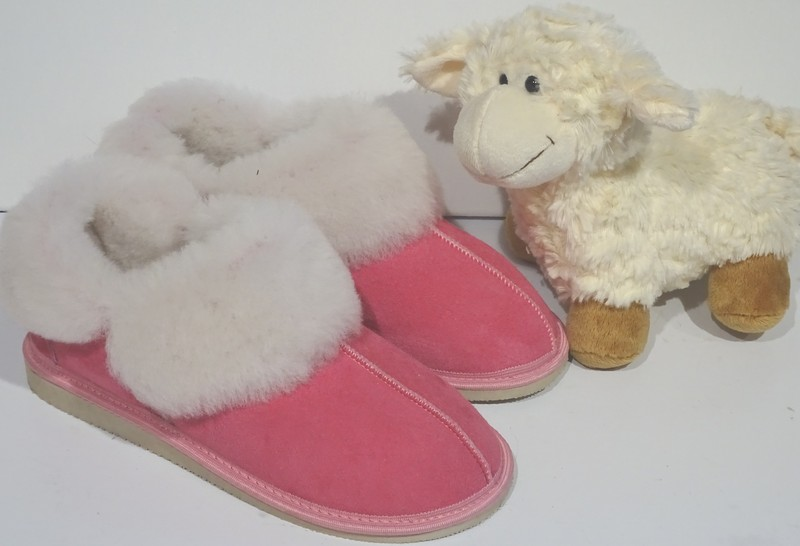 chaussons qu bec roses en mouton retourn la petite boutique. Black Bedroom Furniture Sets. Home Design Ideas
