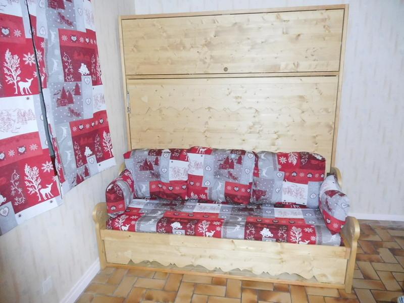 lit relevable ou lit armoire avec banquette rangement 21. Black Bedroom Furniture Sets. Home Design Ideas